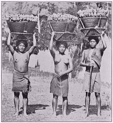 Mujeres de una tribu del Pacífico