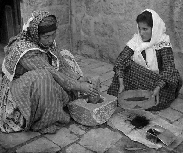 Palestinas moliendo café