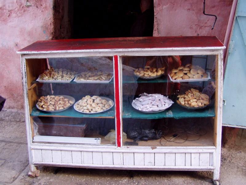 Mostrador de panadería en Marruecos. Foto del autor