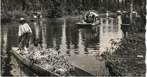 Por su antiguo sistema de canales y riqueza biológica, Xochimilco es considerado hoy Patrimonio de la Humanidad. Foto de la década de 1930 [4]
