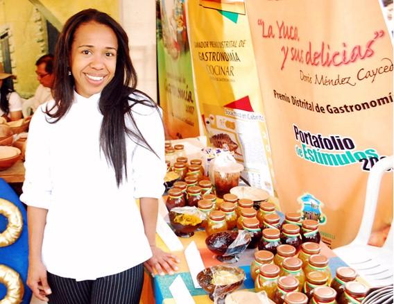 Doris Méndez. Cocinera profesional con formación en contaduría Pública. Investigadora en el área de cocina tradicional Colombiana y Premio Distrital de Gastronomía Barranquilla. Docente de la cátedra de Historia de la Cocina del Caribeen la Universidad del Norte (Barranquilla).